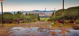 01_Union_Buildings_gardens-_Pretoria_-_South_Africa.jpg
